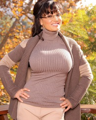 Hot brunette MILF Lisa Ann showing off her big tits.